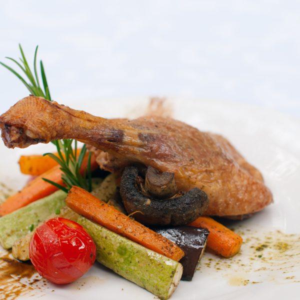Патешко бутче с гриловани зеленчуци
